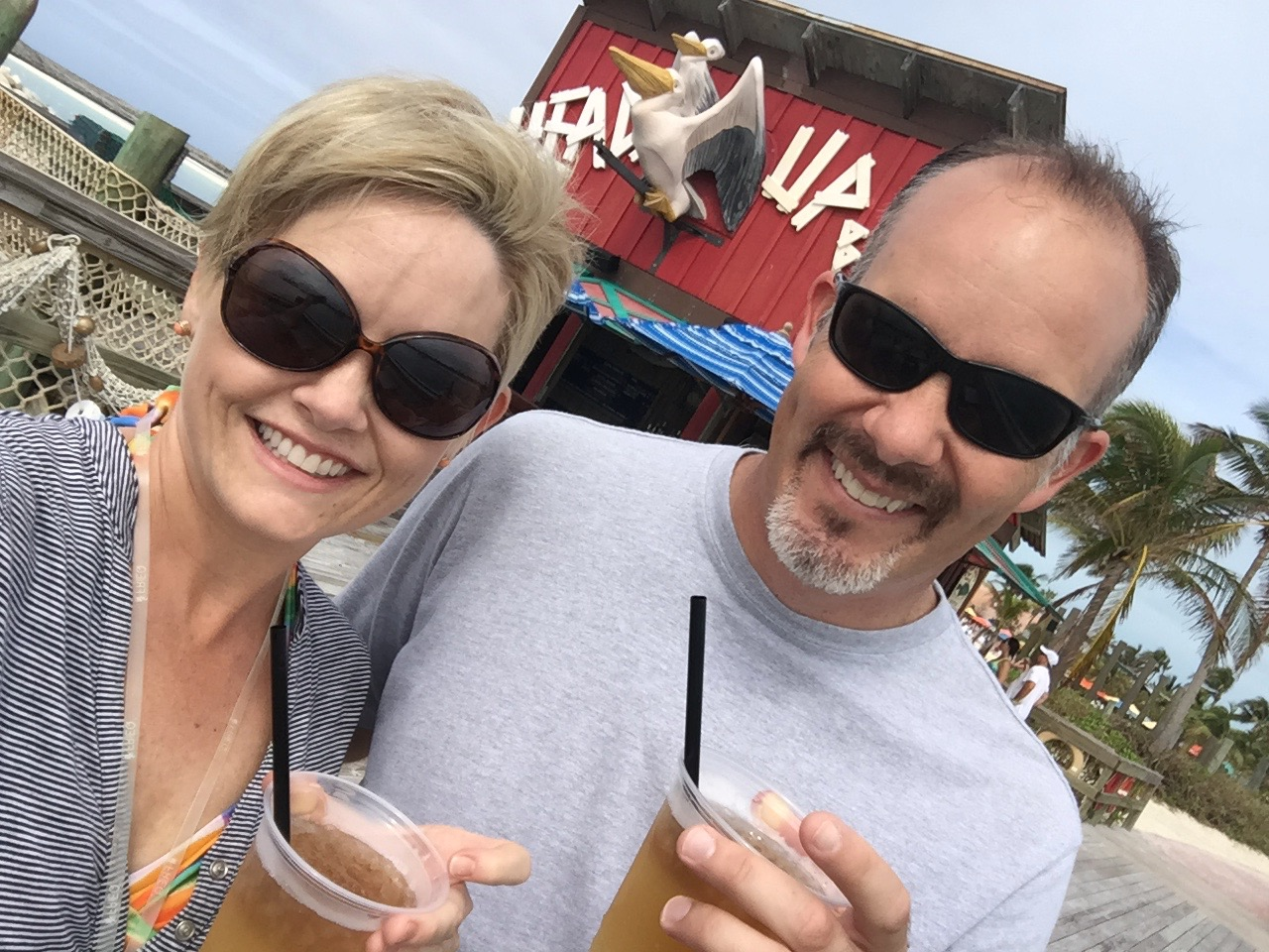 Disney Dream Castaway Cay Head\'s Up Bar