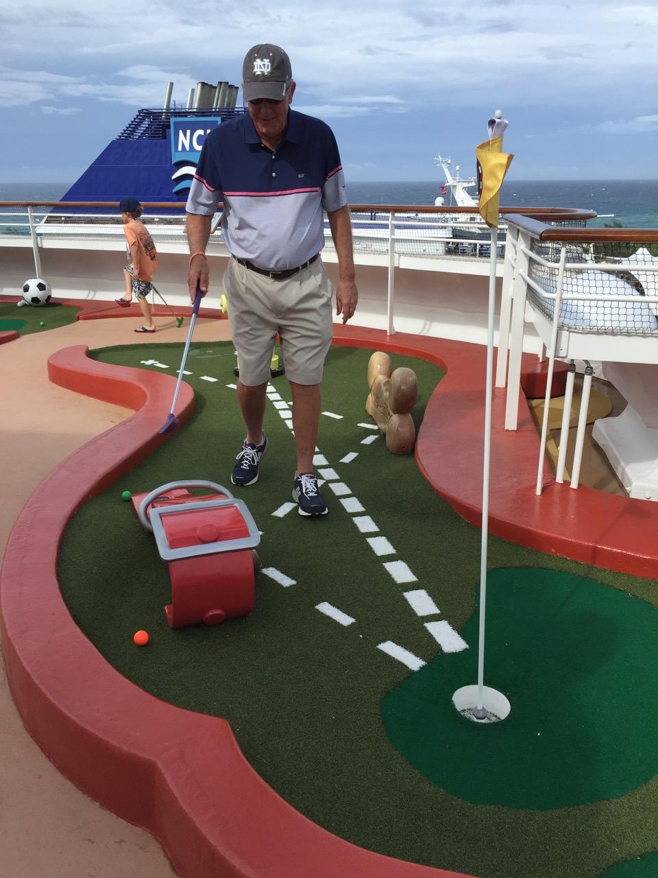 Disney Dream Goofy\'s Mini Golf