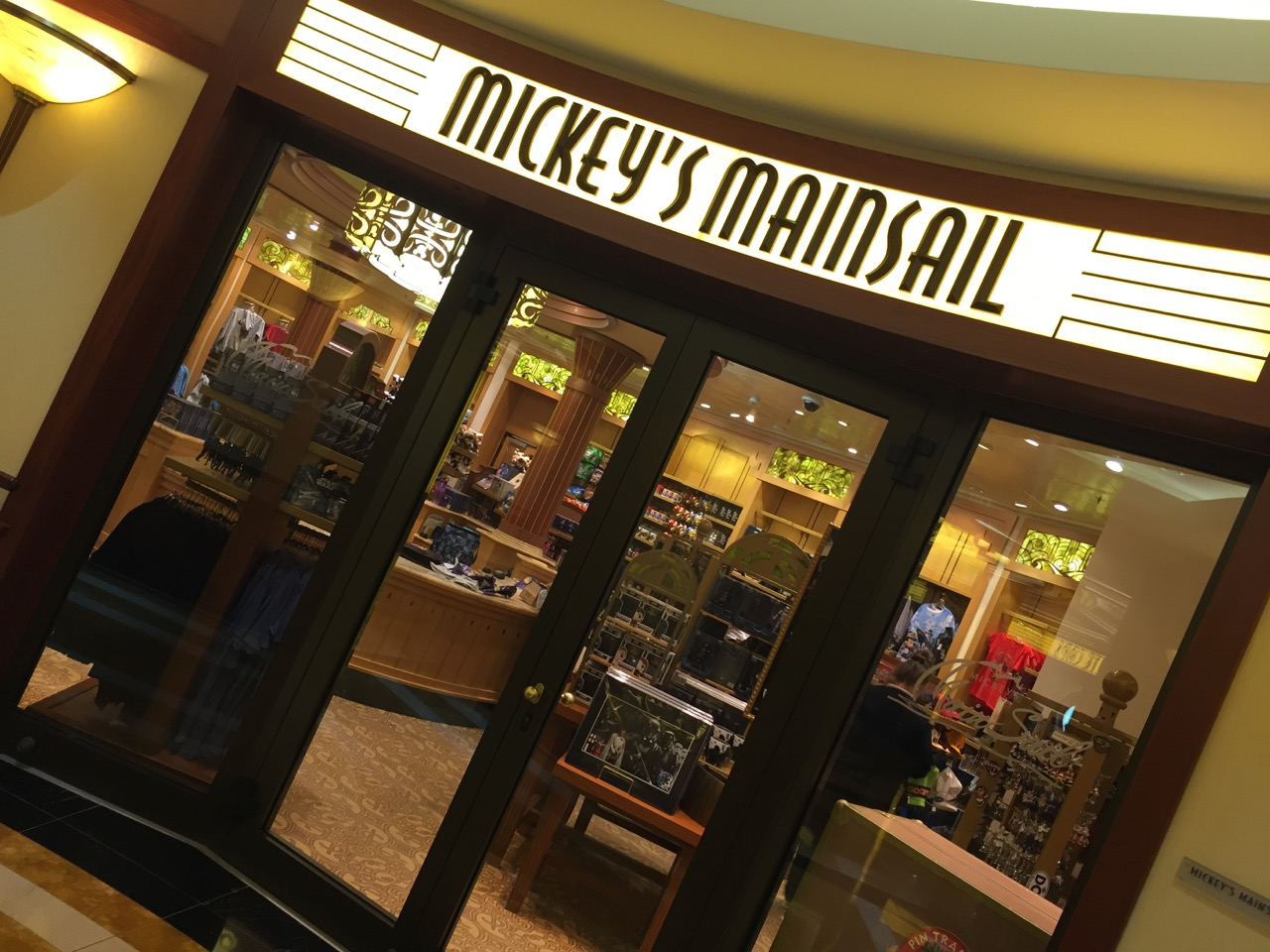 Disney Dream Mickey\'s Mainsail Shop