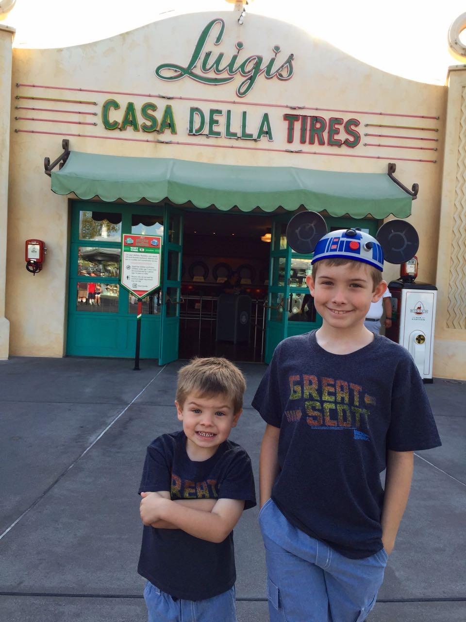 Disney\'s California Adventure Park Luigis Casa Della Tires